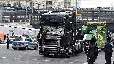 El joven español atropellado por el camión se encuentra bien tras ser operado, según su padre