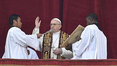 El papa condena el terrorismo y pide un alto el fuego en Siria durante la bendición 'Urbi et Orbi'