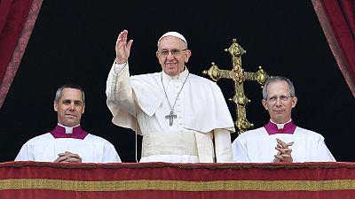 El papa pide un alto el fuego en Siria en su bendición 'Urbi et Orbi'