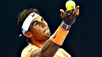 Rafael Nadal arrasó al checo Tomas Berdych (6-0 y 6-4) en cuartos de final del torneo de exhibición Mubadala de Abu Dabi, en el partido que suponía el regreso del tenista español a la competición individual once meses después de perder en la segunda