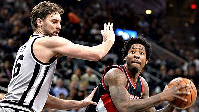El pívot Pau Gasol (San Antonio Spurs) y el base Ricky Rubio (Minnesota Timberwolves) fueron los jugadores españoles que sumaron triunfos en la jornada de este viernes en la NBA, aunque ninguno de ellos realizó una gran actuación individual.