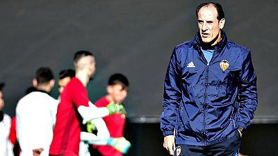 """El entrenador del Valencia CF, Salvador González 'Voro', ha  asegurado este lunes tras serle comunicado el viernes que tomaba de  nuevo las riendas del equipo, tras la renuncia de Cesare Prandelli,  que tiene la """"total confianza"""" del club y sus dirig"""
