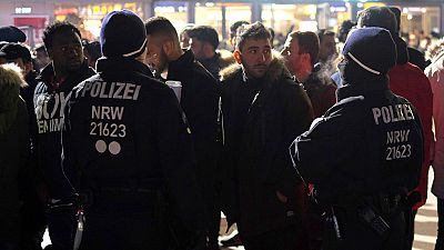 Polémica en Alemania tras la detención de centeneres de norteafricanos en Colonia