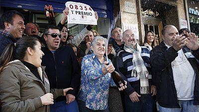 """El 08.354, primer premio del sorteo extraordinario de 'El niño"""", cae íntegramente en Torrent"""