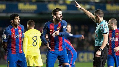 """El jugador del Barcelona Gerard Piqué volvió a clamar sobre los árbitros tras el partido contra el Villarreal, en el que reclamó dos manos """"muy claras"""" de Bruno."""