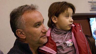 El juez ve indicios de que el padre de Nadia la usó para pornografía infantil