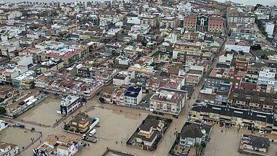El barro de las inundaciones permanece en los Alcázares, Murcia