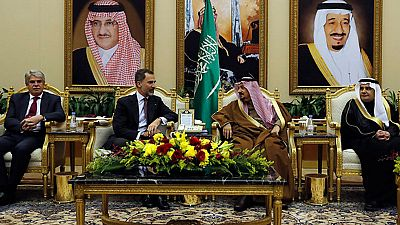 Felipe VI comienza su primera visita oficial a Arabia Saudí para estrechar lazos económicos