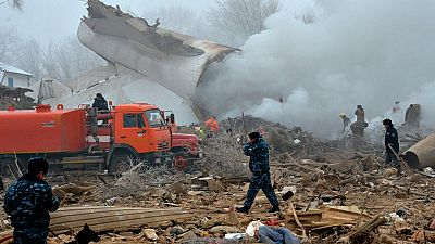 Al menos 37 personas han muerto en Kirguistán al estrellarse un avión de carga