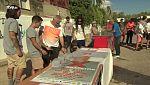 Hanane El Ghoulbzouri y José Luis Núñez, monitores del colectivo CEPA de Cádiz, estuvieron junto a un grupo de sus chicos en Interrapción. Nos hablaron de sus proyectos junto a Asociación Garaje. ADS Krú, Asesinos del Sonido, subieron al escenario