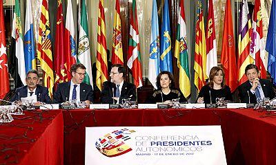 Mariano Rajoy ofrece 'espíritu constructivo y mano tendida' a los presidentes autonómicos