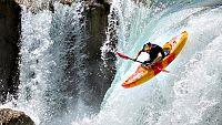 Piraguas que casi vuelan sobre el agua, hombres pajaro que vuelan de verdad... Algunas de las mejores imagenes recopiladas en un video espectacular de varias disciplinas con un denominador común: los ríos.