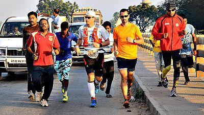 Corredores amateurs y profesionales afrontan la carrera más importante de sus vidas, una experiencia deportivo-solidaria organizada por la Fundación Vicente Ferrer.