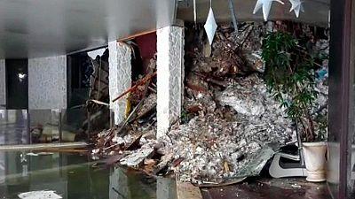 Los equipos de rescate esperan encontrar con vida a algunos de los alojados en el hotel sepultado por el alud