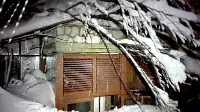 Imágenes del interior del hotel sepultado por la nieve