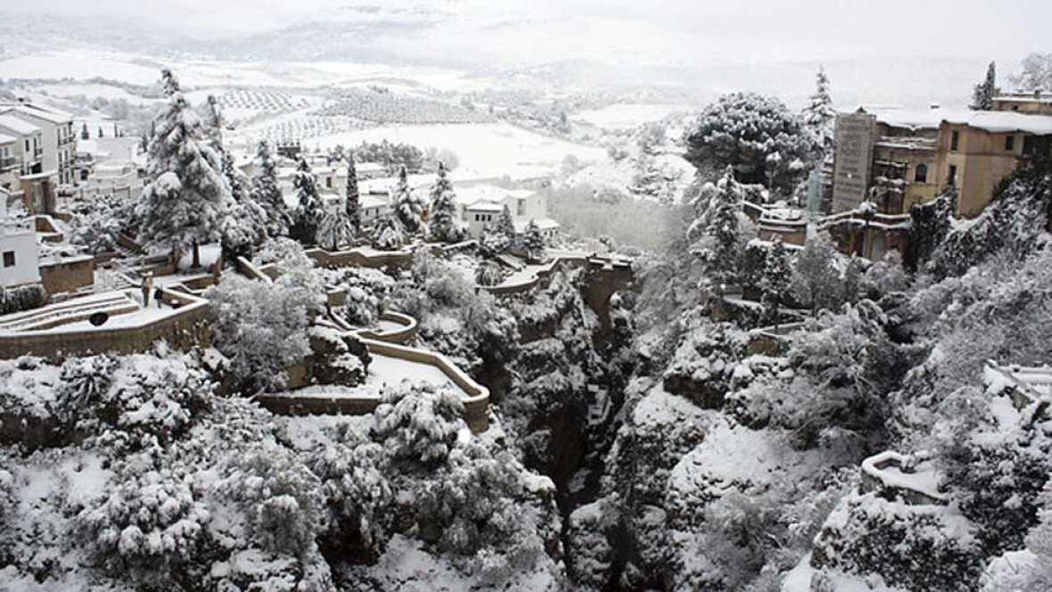 Valencia y Alicante, en alerta roja por nevadas