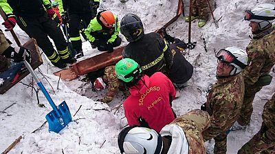 Localizan a diez supervivientes en el hotel italiano sepultado por un alud