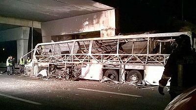 Mueren 16 personas en un accidente de autobús en Italia