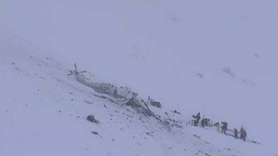 Un helicóptero con seis personas a bordo se estrella en la misma zona del hotel sepultado en Los Abruzos