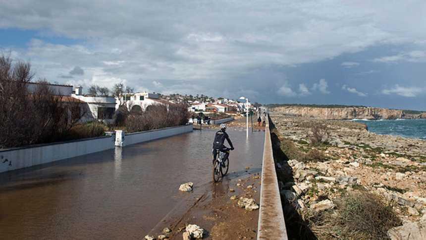 Lluvias y tormentas mañana en Baleares y Cataluña, donde nevará a cotas bajas