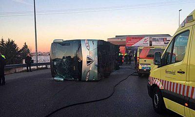 El conductor del autobús escolar volcado en Fuenlabrada, Madrid, da positivo por cocaína