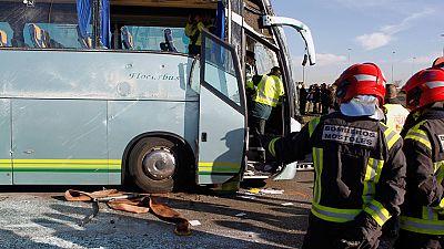 Detenido el conductor de un autobús que ha volcado en Fuenlabrada, Madrid, tras dar positivo por cocaína