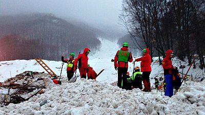 Terminan las labores de búsqueda en el hotel arrasado por una avalancha en Italia