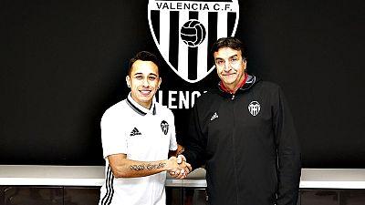El extremo chileno Fabián Orellana se ha comprometido con el Valencia hasta el final de temporada tras el acuerdo al que han llegado con el Celta si bien en la operación figura una opción de compra por parte del club de Mestalla.