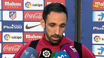 Dos de los pesos pesados del Atlético, Juanfran y Gabi, dieron la cara para reconocer la mala imagen del equipo en la primera parte.