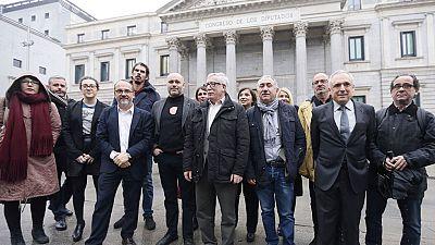 Primeros pasos para establecer una renta mínima de 426 euros para familias sin recursos