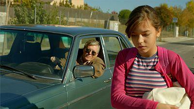 Cuéntame cómo pasó - Un vecino le insiste a María para que se suba a su coche