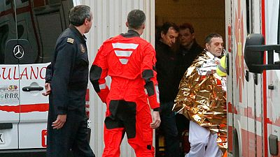 Rescatados los 12 tripulantes del pesquero hundido frente a la costa de Asturias