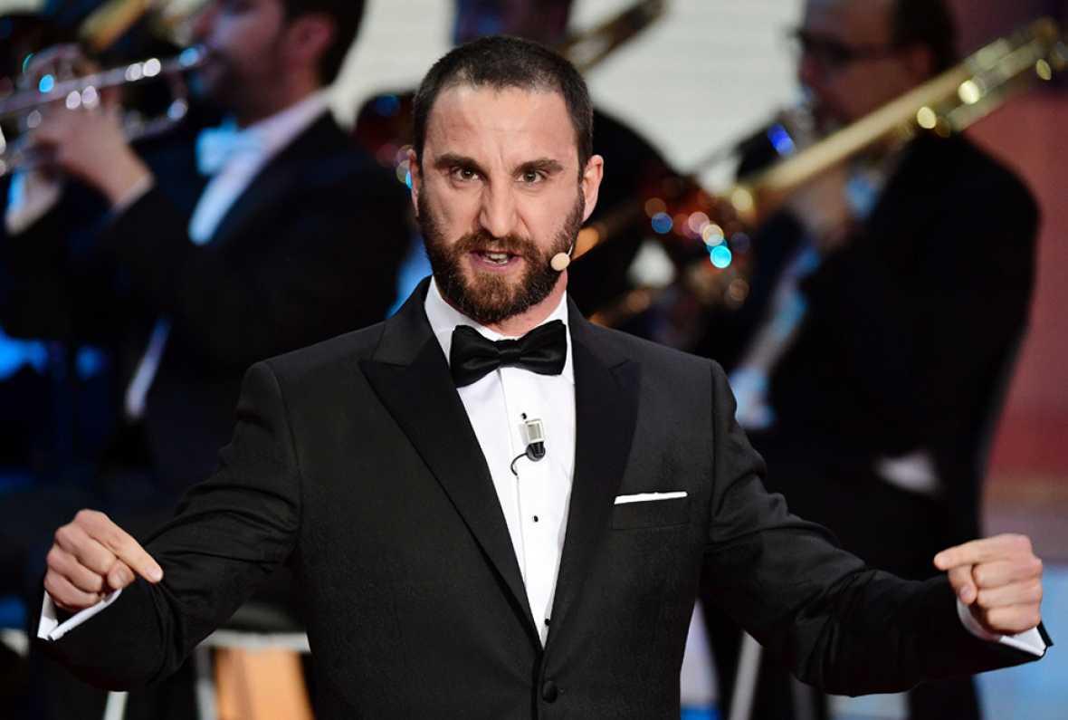 Dani Rovira abre la gala de los Goya 2017 aludiendo al poco tiempo que los políticos dedican al cine