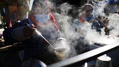 Pekín cuenta con una nueva policía que perseguirá a los que prendan carbón para estufas, o quemen neumáticos