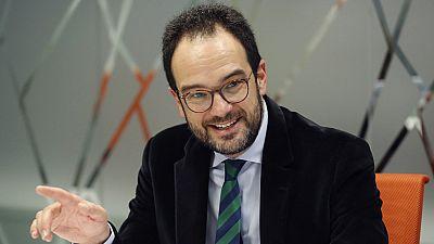 """El PSOE celebra su """"recuperación"""" y el PP que sigue siendo """"el favorito de los españoles"""""""