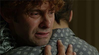 """Cuéntame cómo pasó - Mauricio a Carlos: """"Yo estoy loco por ella, ¿y tú?"""""""