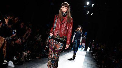 Desigual llena de color la Semana de la Moda de Nueva York con una colección punk de los 60 y 70