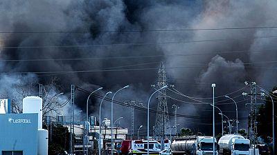 Tras dos días de incendio Los bomberos controlan el fuego en Paterna