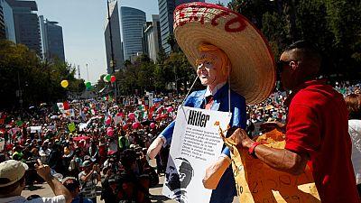 Miles de mexicanos se manifiestan por la unidad nacional ante los ataques de Trump