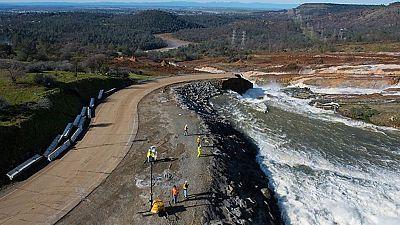 Doscientos mil evacuados ante el peligro de desbordamiento de la presa Oroville, en California