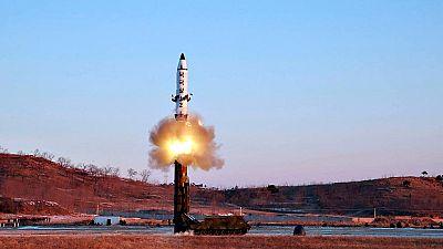 Corea del Norte lanza un misil de medio alcance al Mar de Japón