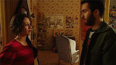 Cuéntame cómo pasó - Karina le da una inesperada noticia a Carlos