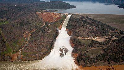 Levantan la orden de evacuación en la presa de California aunque se mantiene el riesgo de inundaciones