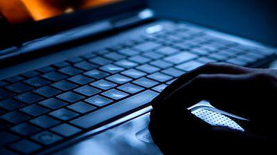 22 personas detenidas por distribuir pornografía infantil en Twitter