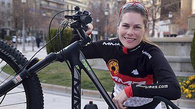 Recorrer el desierto del Sáhara en bicicleta para luchar contra la violencia de género