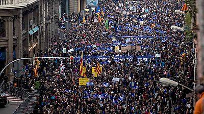 Miles de personas se manifiestan en Barcelona a favor de la acogida de refugiados