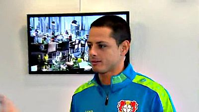 El delantero mexicano del Bayer Leverkusen recibe en Alemania a TVE antes de medirse con el Atlético en la ida de los octavos de la Champions.