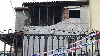 La Policía baraja la hipótesis de un episodio de violencia machista en la explosión y posterior incendio en una vivienda en Chapela (Redondela, Pontevedra) en el que han fallecido una mujer y el hombre que fuera su pareja, con el que tenía un hijo en