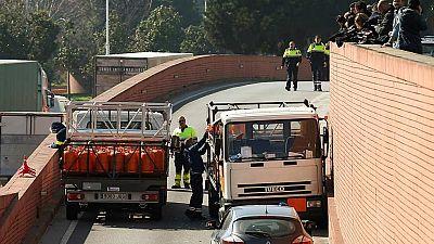 Detenido a tiros el conductor de un camión de butano robado que circulaba en dirección contraria en Barcelona