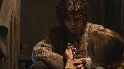 El final del camino - Elvira le da a su hijo la cruz de Gonzalo